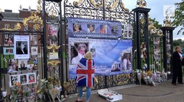 Para penggemar Putri Diana berkumpul di gerbang Istana Kensington untuk memperingati kepergian Diana 20 tahun lalu.