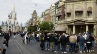Kastil Cinderella di Walt Disney World, Lake Buena Vista, Florida, Amerika Serikat. (ROBERT SULLIVAN / AFP)