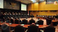 Dalam sidang yang dihadiri beberapa menteri itu, MK membahas mengenai Perencanaan Undang - Undang (PUU) Parpol (Liputan6.com/Johan Tallo)