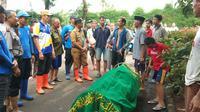 Dua warga di Jakbar jadi korban banjir.