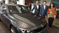 BMW Astra bersama BRI Finance menghadirkan program jaminan beli kembali untuk BMW 320i Sport Shadow Edition. (Septian / Liputan6.com)