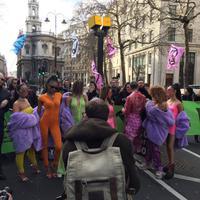 Para aktivis lingkungan menyerbu London Fashion Week 2019 (Foto: Twitter.com/Extinction Rebellion )