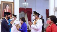Presiden Jokowi resmi melantik gubernur dan wakil gubernur Sulawesi Utara (Sulut) masa jabatan 2021-2024, Olly Dondokambey-Steven Kandouw. (Setpres/Biro Pers))