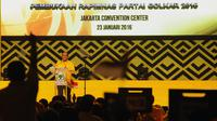 Ketua Umum Partai Golkar versi Munas Bali Aburizal Bakrie membuka Rapimnas Golkar di Jakarta Convention Center, Jakarta, Sabtu (23/1/2016). (Liputan6.com/Helmi Fithriansyah)