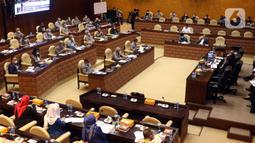 Suasana saat Menteri PUPR Basuki Hadimuljono rapat kerja dengan Komisi V DPR RI di Senayan, Jakarta, Rabu (17/3/2021). Rapat membahas penanganan infrastruktur pascabencana dan pengembangan Food Estate dan Pembangunan Infrastruktur Ketahanan Pangan. (Liputan6.com/Angga Yuniar)