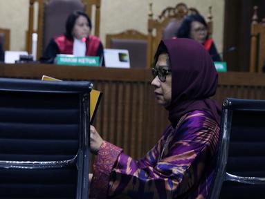 Mantan Dirut PT Pertamina (Persero), Karen G Agustiawan saat menjalani sidang perdana sebagai terdakwa di Pengadilan Tipikor, Jakarta, Kamis (31/1). Sidang beragendakan pembacaan dakwaan oleh Jaksa Penuntut Umum. (Liputan6.com/Helmi Fithriansyah)