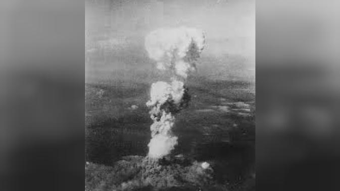 Awan yang terbentuk jamur akibat ledakan bom atom di Hiroshima pada 1945 (Foto: osti.gov)