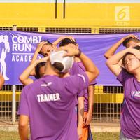 Peserta melakukan pemanasan saat Coaching Clinic di Stadion Soemantri Brodjonegoro, Jakarta, Sabtu (28/7). Kegiatan dalam Combi Run Academy juga didukung komunitas dan penggiat olahraga lari. (Liputan6.com/Fery Pradolo)
