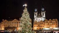 Berikut 6 cara mudah memasang lampu di pohon Natal (AP)