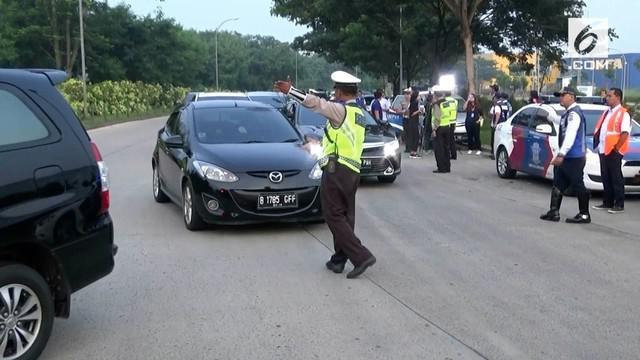 Hari pertama uji coba ganjil genap tol Jakarta-Tangerang masih membuat sebagian pengendara kebingungan