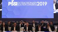 Ketua Umum PSSI, Mochamad Iriawan, memberikan keterangan usai KLB PSSI di Hotel Shangri-La, Jakarta, Minggu (2/11/2019). Iwan akan memimpin PSSI selama empat tahun, dari 2019 hingga 2023. (Bola.com/M Iqbal Ichsan)