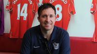 Robbie Fowler menilai agresivitas Everton di bursa transfer mengancam Liverpool.