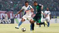 Duel Persebaya vs PSIS di Stadion Gelora Bung Tomo, Surabaya, Sabtu (8/12/2018). (Bola.com/Aditya Wany)
