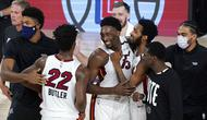 Para pebasket Miami Heat merayakan kemenangan atas Boston Celtics pada gim pertama final Wilayah Timur playoff NBA di SPN World of Sports Complex, Selasa (15/9/2020). Heat menang dengan skor 117-114. (AP/Mark J. Terrill)
