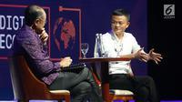 "Presiden Bank Dunia Jim Yong kim bersama Pendiri Alibaba Group Jack Ma dalam diskusi panel ""Disrupting Development"" Pertemuan IMF-Bank Dunia di Nusa Dua, Bali pada Jumat (12/10). (Liputan6.com/Angga Yuniar)"
