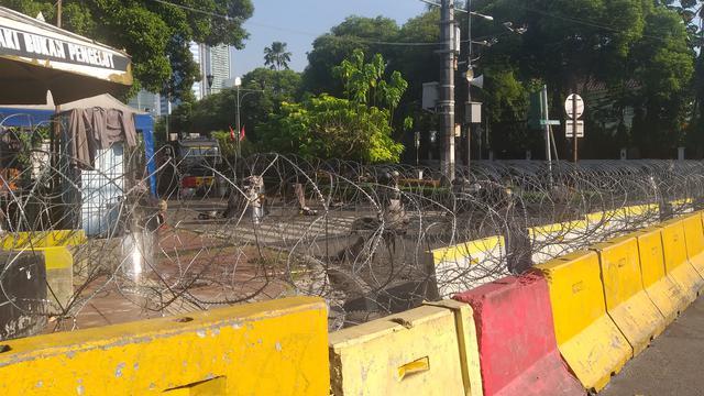 Image result for KPU Masih Dijaga, Akses ke DPR Dialihkan