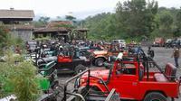 Operator jip di Merapi mengaku memiliki SOP agar Lava Tour Merapi berlangsung aman dan nyaman. (Liputan6.com/Yanuar H)