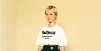 Alexander McQueen menginvasi koleksi terbarunya Grafitti McQueen di Ibukota mode seperti trotoar di London, trem di Milan, sampai taksi di New York, dan gedung di Paris yang bisa ditonton lewat kampanye dengan film pendek. (Foto: Alexander McQueen)