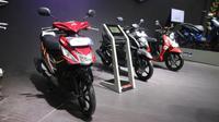 Yamaha memajang deretan sepeda motor skuter andalannya selama pameran IMOS 2018 yang berlangsung di JCC, Senayan, Jakarta, 31 Oktober-4 November 2018. (Herdi Muhardi)