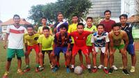 Andik Vermansah saat berlatih di Stadion Gelora 10 November, Surabaya, bersama teman masa kecilnya. (Bola.com/Fahrizal Arnas)
