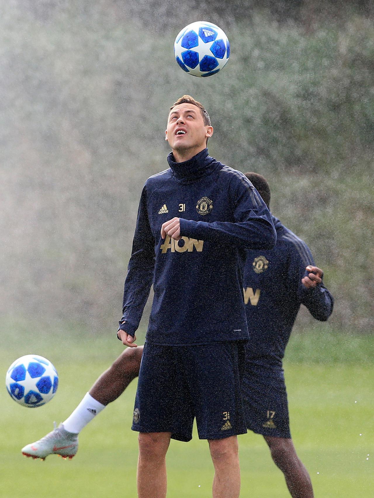Gelandang MU Jadi Rebutan AC Milan dan Inter Milan