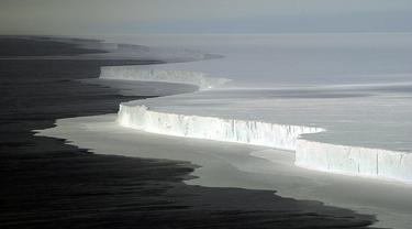 Gunung Es di Antarktika
