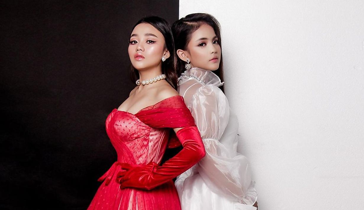 Putri DA merupakan juara kedua dari ajang Dangdut Academy musim ke-4, sedangkan Aulia DA merupakan juara ketiga. Keduanya pun makin populer di panggung dunia hiburan usai juarai ajang tersebut. (Liputan6.com/IG/@da4_putri03)