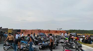 Remaja dan ratusan kendaraan terjaring razia balapan liar oleh Polresta Pekanbaru.