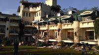 Bangunan hotel runtuh akibat tertimpa tanah longsor di Cianjur (Liputan6.com/ Achmad Sudarno)