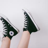 Ilustrasi sepatu sneakers. (Foto: Pexels from Pixabay )