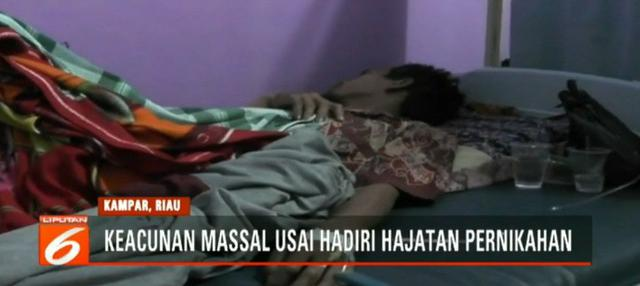 Dari lebih 40 warga yang menjadi korban keracunan masal lima diantaranya kritis dan langsung dirujuk ke Rumah Sakit Umum Bangkinan, Kampar, Riau.