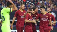 Para pemain AS Roma merayakan gol yang dicetak Alessandro Florenzi ke gawang Barcelona pada laga International Championship Cup di Stadion AT&T, Texas, Selasa (31/7/2018). AS Roma menang 4-2 atas Barcelona. (AFP/Richard Rodriguez)