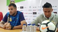 Simon McMenemy dalam konferensi pers jelang laga Bhayangkara FC vs PSM Makassar. (Bola.com/Zulfirdaus Harahap)