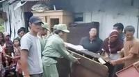 Terjangan angin puting beliung melanda Kabupaten Banjarnegara, hingga penyisiran lokasi jatuhnya pesawat di Sinai terus dilakukan.