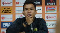 Gelandang Persib Bandung Erwin Ramdani mempersembahkan gol ke gawang PSS Sleman untuk Bojan Malisic. (Liputan6.com/Huyogo Simbolon)