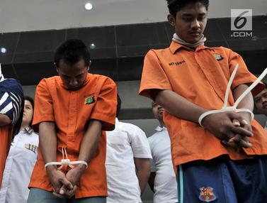 Terciduk, 3 Mucikari Prostitusi di Apartemen Kalibata City Tertunduk Lesu