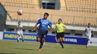 Gelandang Persib Bandung Febri Hariyadi menyumbangkan satu gol saat uji coba lawan Tira Persikabo di Stadion Gelora Bandung Lautan Api, Sabtu (12/6/2021). (Foto: MO Persib)