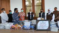 Pemerintah Provinsi Jawa Timur mendapatkan bantuan APD (Foto: Liputan6.com/Dian Kurniawan)