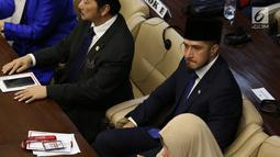 Primus Yustisio saat menghadiri pelantikan anggota DPR, MPR, dan DPD di Kompleks Parlemen, Jakarta, Selasa (1/10/2019). Primus dilantik menjadi anggota DPR RI periode 2019-2024 setelah berhasil mengumpulkan 86,983 suara. (Liputan6.com/JohanTallo)