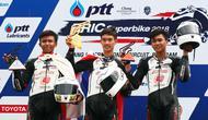 Muhammad Hildhan Kusuma dan Herjun Atna Firdaus, berjaya dengan menempati podium kedua dan ketiga ada balapan kedua seri keempat Thailand Talent Cup 2018, Minggu (12/8/2018). (AHM)