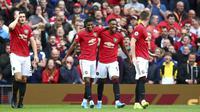 Penyerang Manchester United, Anthony Martial (kedua kanan) berselebrasi dengan rekannya usai mencetak gol ke gawang Chelsea pada pertandingan Liga Inggris di Old Trafford (11/8/2019). MU menang telak 4-0 atas Chelsea. (AP Photo/Dave Thompson)