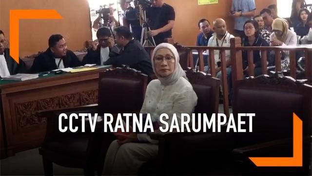 Ratna Sarumpaet kembali menjalani sidang kasus penyebaran hoaks. Jaksa memutar rekaman CCTV Ratna ketika mendatangi RS Bina Estetika.
