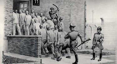 Penjaga Kamp Nazi Didakwa Membantu Bunuh 300 Ribu Orang Yahudi
