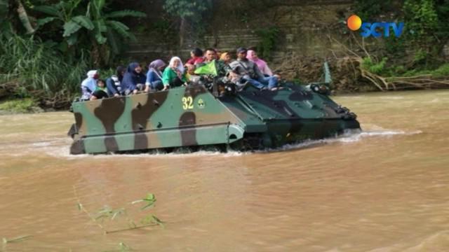 Sebuah video amatir merekam detik-detik setelah tank milik Batalyon Mekanis Raider 412 Kostrad, yang mengangkut siswa PAUD terguling dan tenggelam di Sungai Bogowonto, Purworejo.