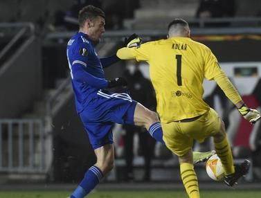 FOTO: Skor Kacamata, Slavia Praha Berbagi Poin dengan Leicester City