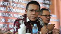 Anggota DPR RI fraksi PDI Masinton Pasaribu menyampaikan pandangannya dalam diskusi Publik Jokowi vs JK di kawasan Saharjo, Jakarta, Jumat (8/1/2016). Diskusi ini membahas Isu Resuffle Kabinet Jilid II. (Liputan6.com/JohanTallo)