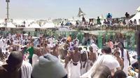 Jemaah haji di dekat lokasi tragedi Mina. (Arab News)