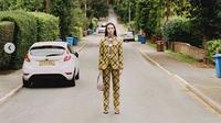 Luncurkan Koleksi Terbaru, Burberry Jadikan Karyawan Sebagai Model. (dok.Instagram @burberry/https://www.instagram.com/p/CC-pFeugAnc/Henry)