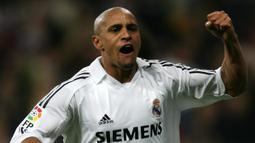 1. Roberto Carlos - Roberto Carlos merupakan bek terbaik dalam sejarah dan bergabung dengan inter pada 1995. Namun setahun kemudian Carlos meninggalkan Inter karena selalu dimainkan sebagai gelandang tengah atau pemain sayap kiri. (AFP/Philippe Desmazes)