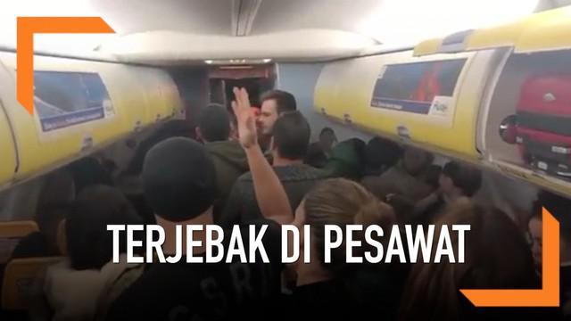 Sebanyak 200 penumpang terjebak di pesawat karena cuaca buruk selama 6 jam. Mereka protes pada kru kabin karena tak diberi makan dan minum.